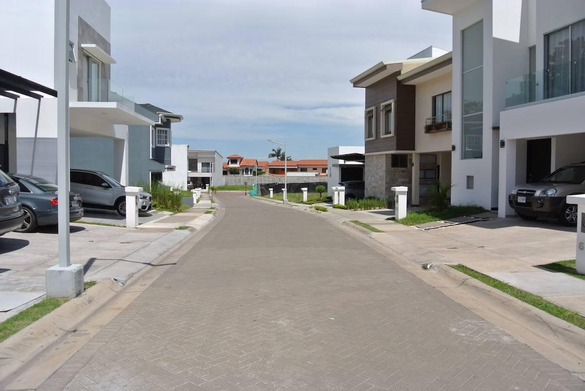 Lote-Santa Ana-Pozos-Condominio Lusso