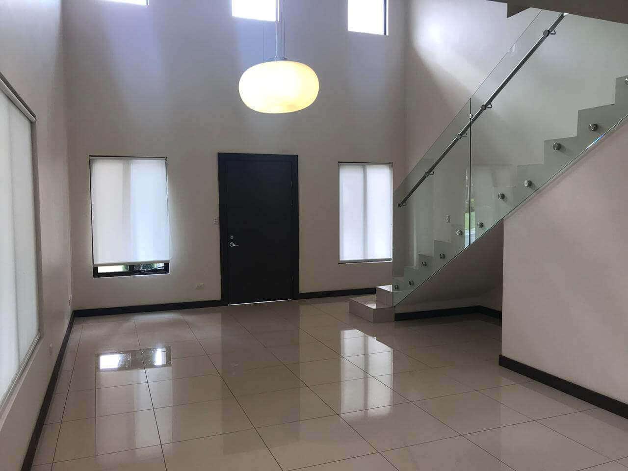 Hermosa y Moderna Casa-Condominio Villamont-Santa Ana