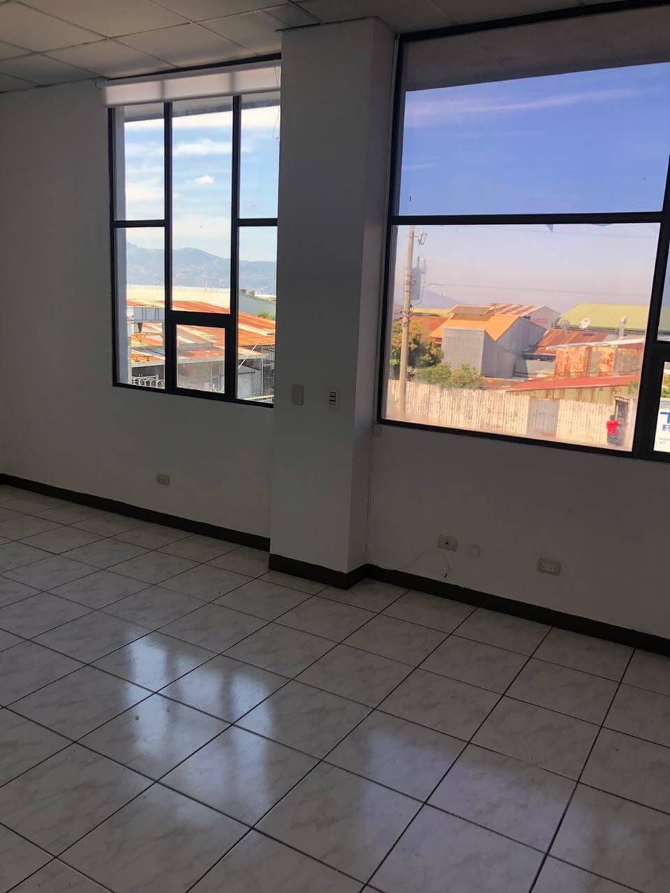 Alquiler de Local comercial, estratégicamente muy bien ubicado en Tibás Centro.