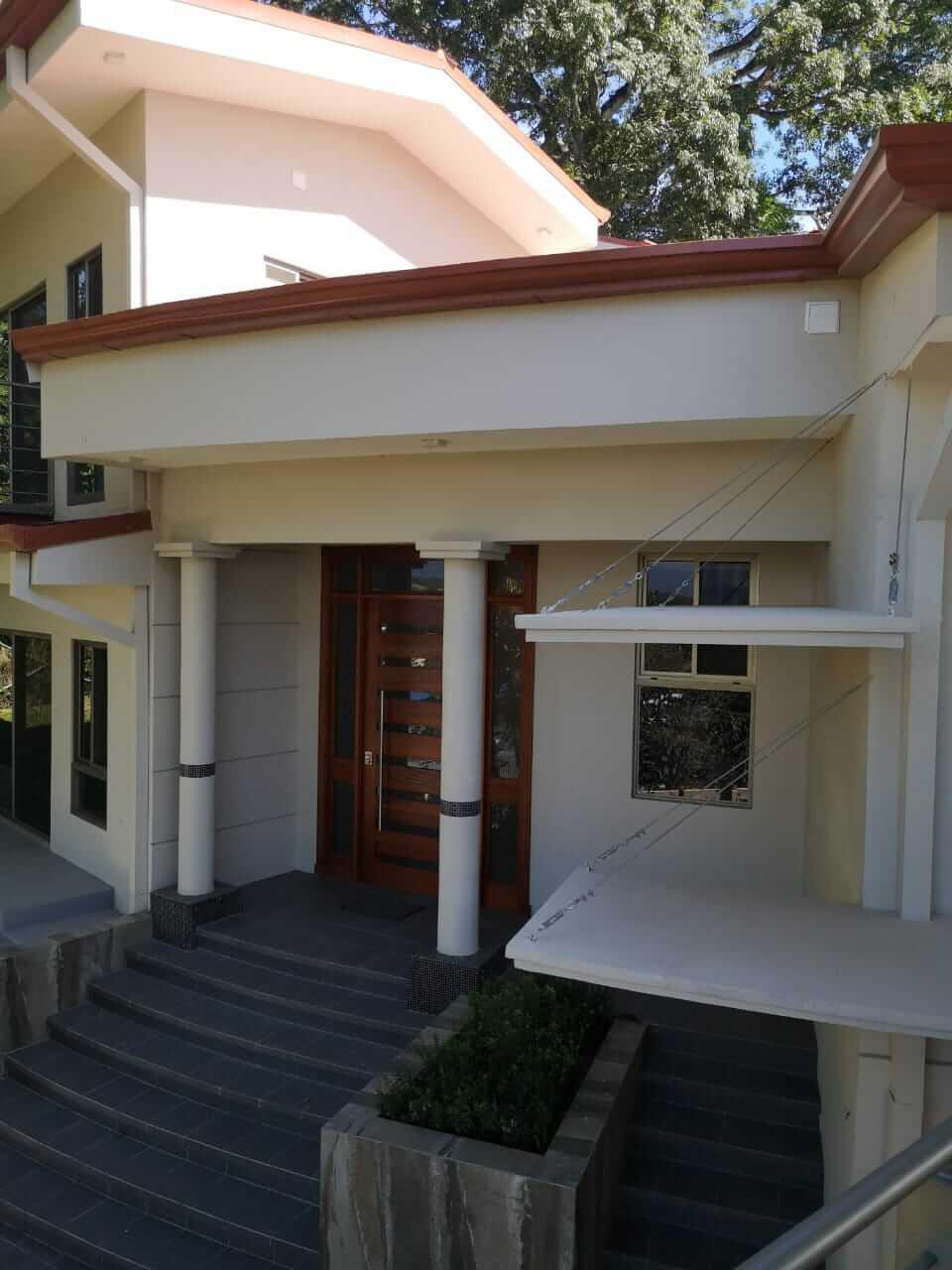 Venta de hermosa casa en Ciudad Colon-diseño contemporáneo