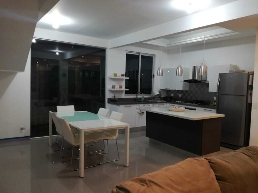 Venta de Hermosa casa de diseño contemporáneo en la Guácima Alajuela.