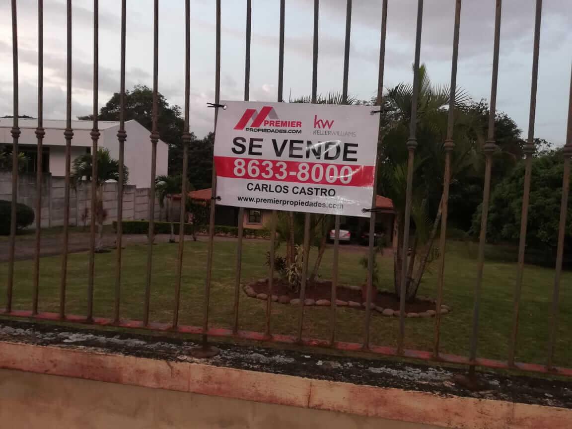 Casa Independiente en Urbanización Rio Oro Santa Ana