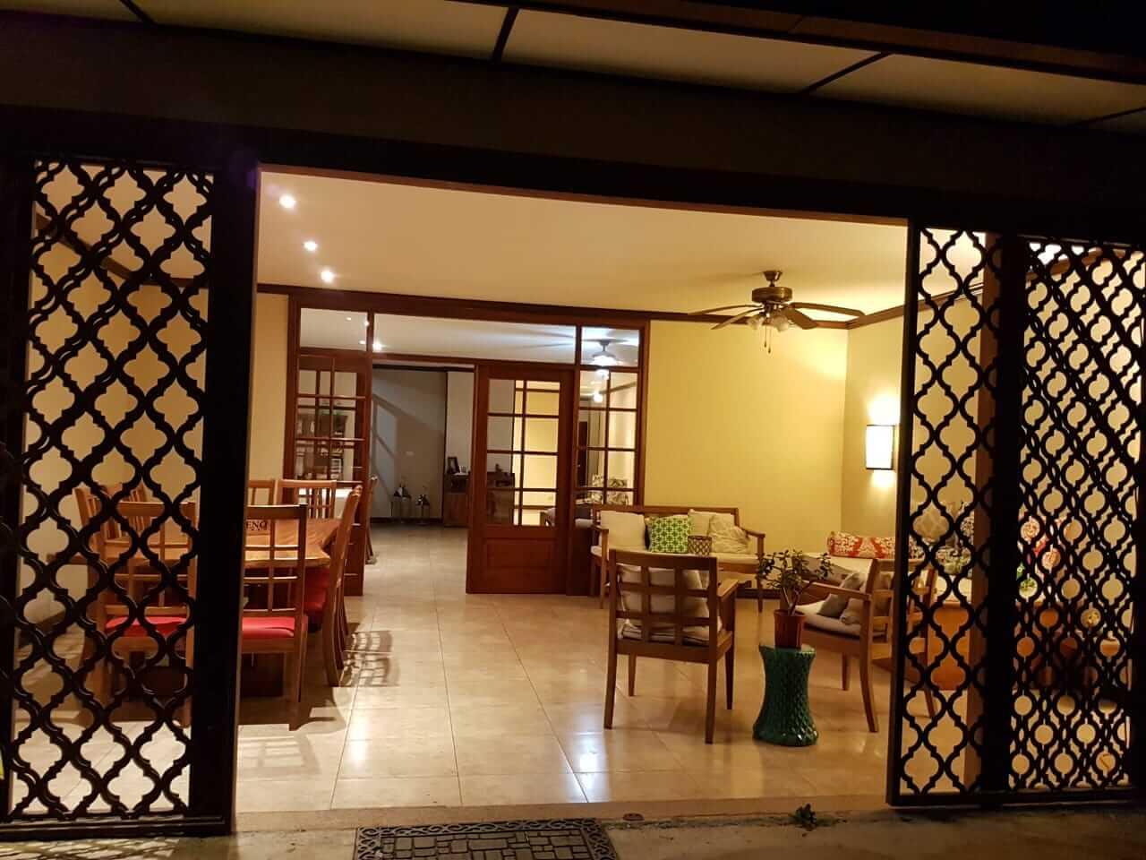 Venta de amplia y elegante casa de una sola planta en Piedades de Sana Ana