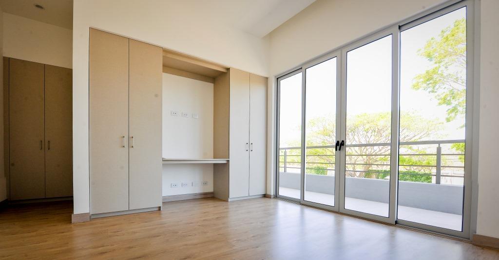 venta-casa-en-condominio-lindora-santa-ana-premier-propiedades (10)