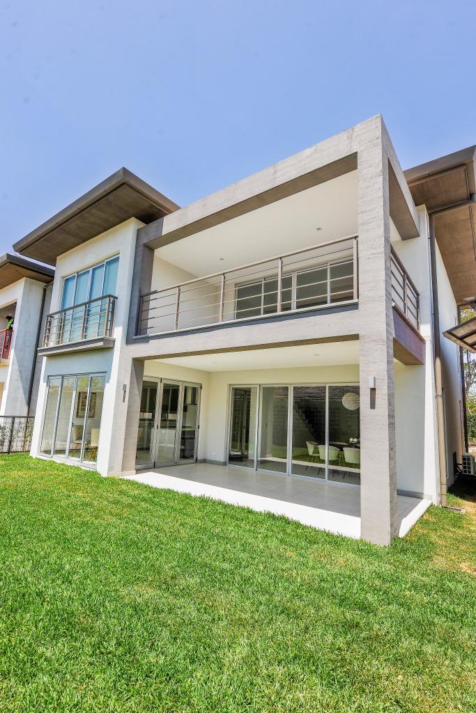 Venta de Casa en Exclusivo Condominio Lindora Santa Ana