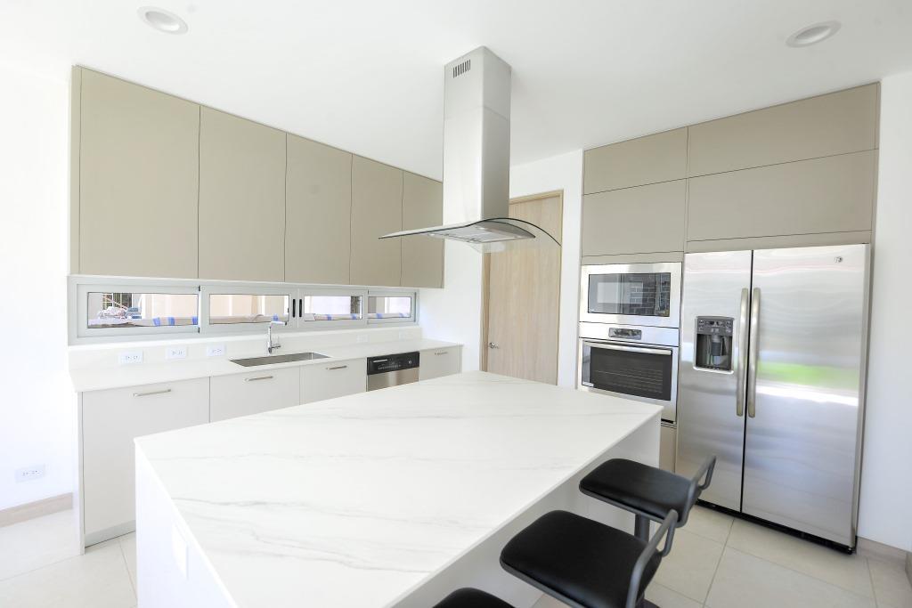 venta-casa-en-condominio-lindora-santa-ana-premier-propiedades (5)