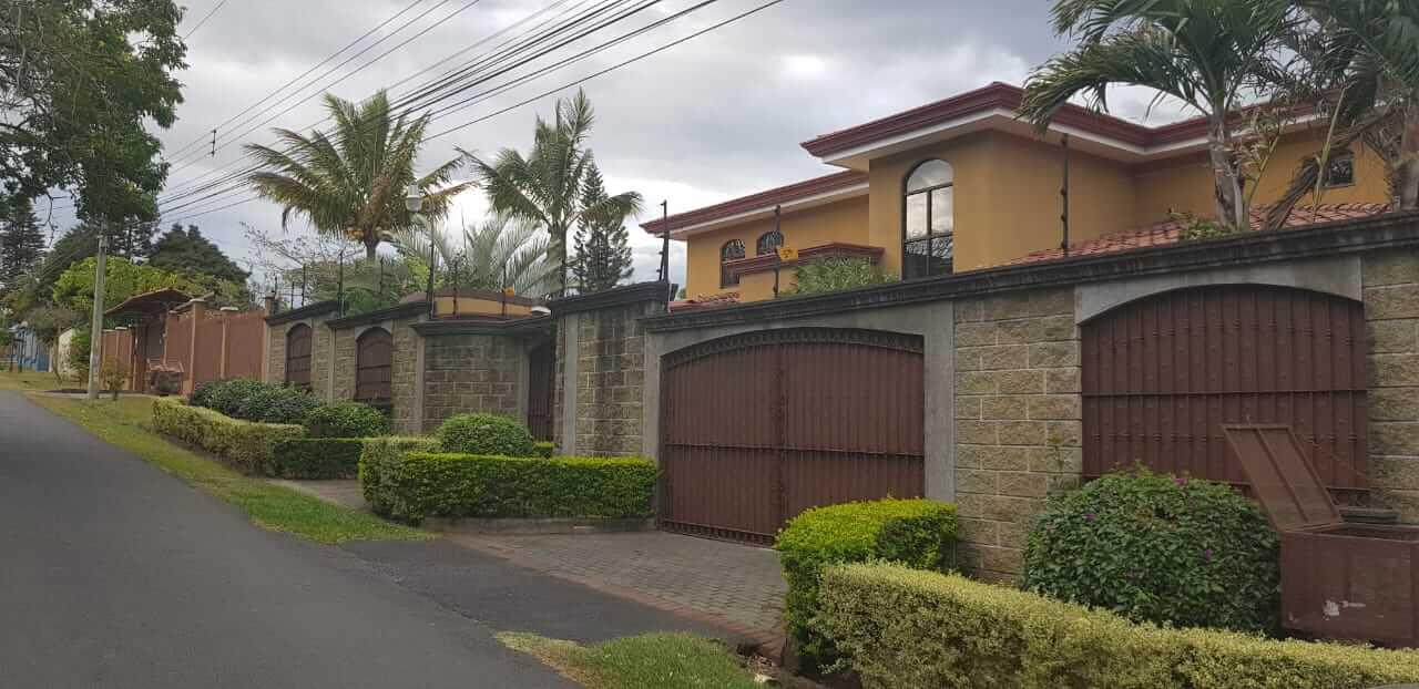 Venta casa San Rafael de Escazú, Guachipelín, Residencial Quinta Real de Pereira Norte, Calle las Palomas
