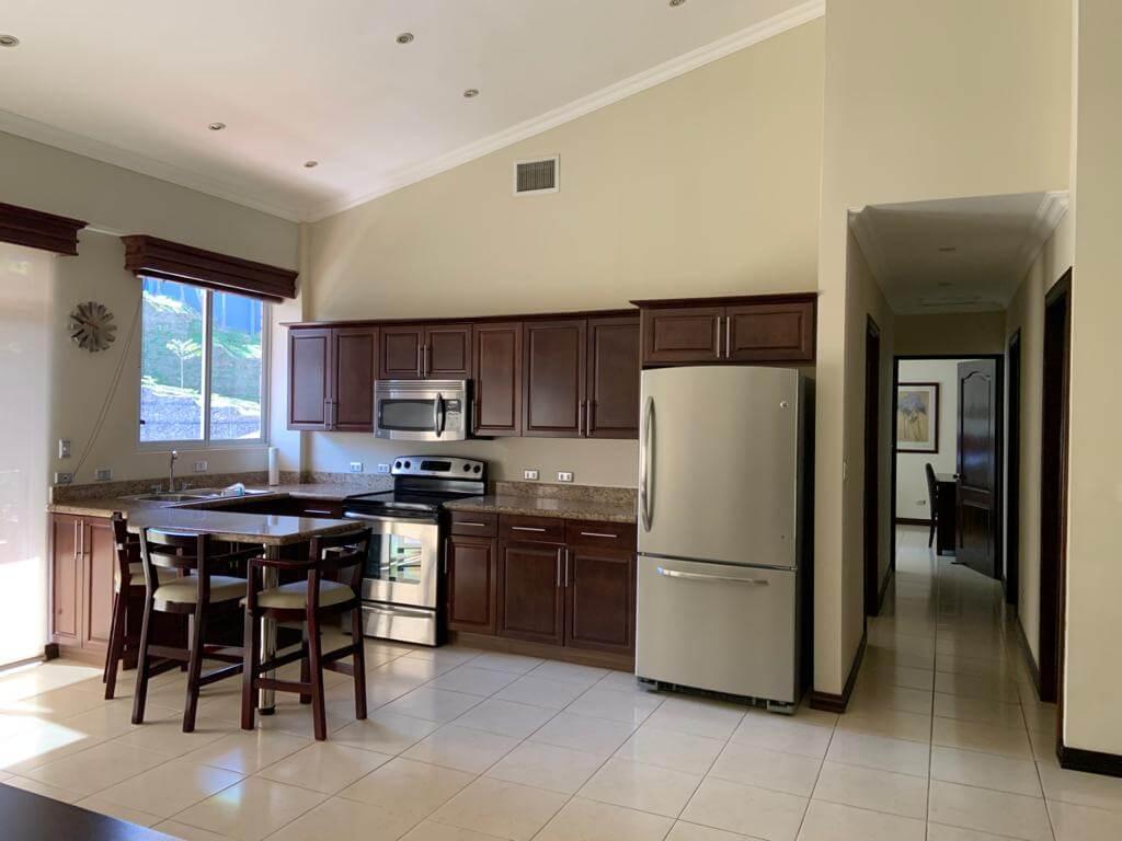 Alquiler de Apartamento en condominio  sexto piso, San Rafael de Escazú