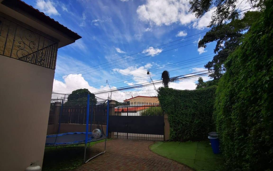 venta-casa-independiente-piedades-santa-ana-premier-propiedades (11)