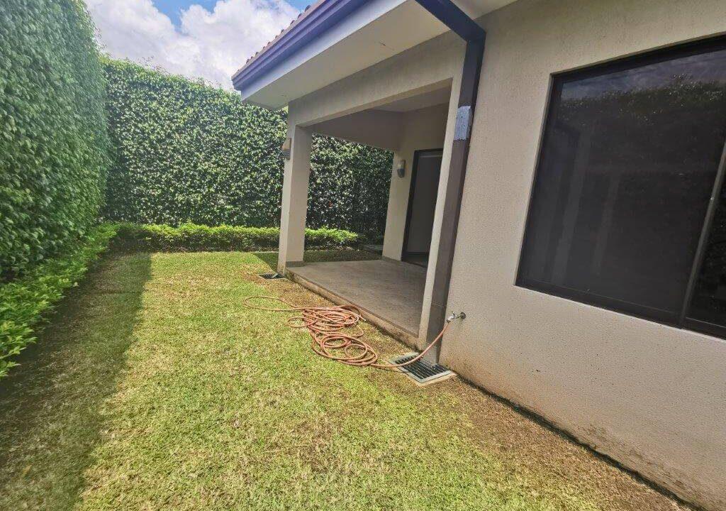 alquilerde-de-casa-en-condominio-parques-del-sol- brasil-de-santa-ana-premier-propiedades (2)