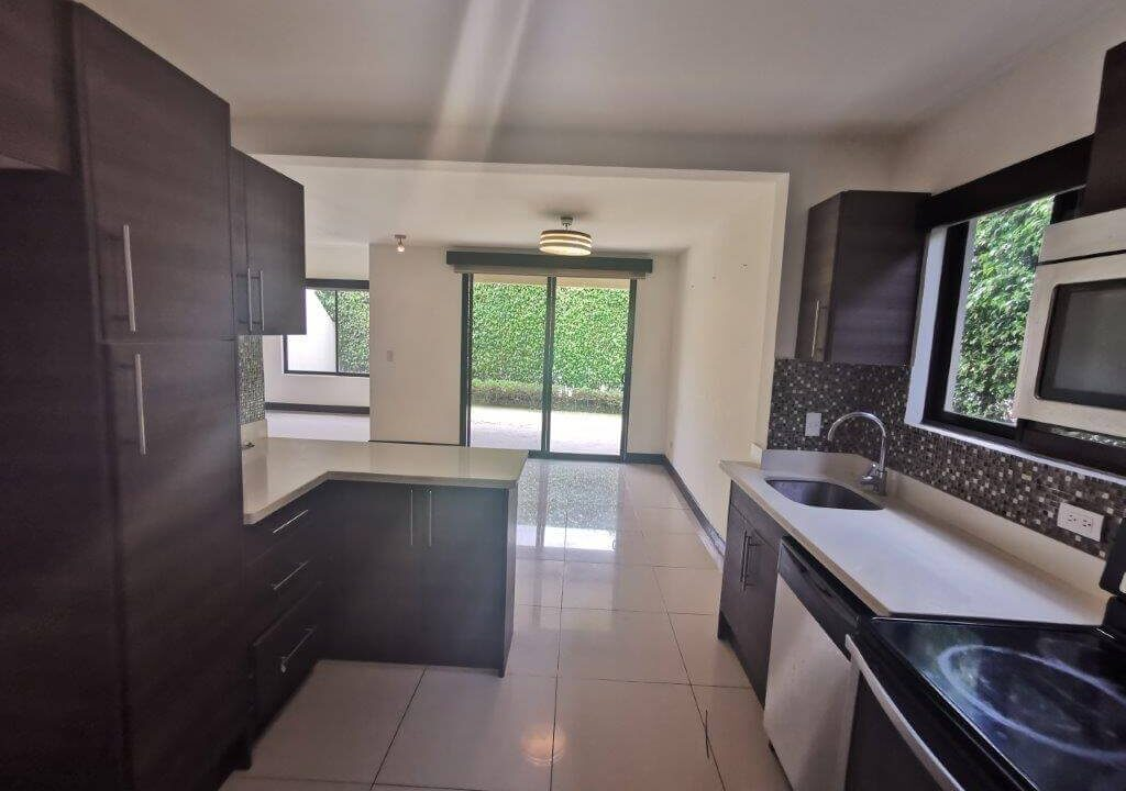 alquilerde-de-casa-en-condominio-parques-del-sol- brasil-de-santa-ana-premier-propiedades (8)