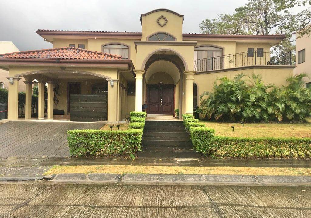 SE-VENDE-Casa- en-Bosque Dorado, Piedades- de-Santa-Ana-premier-propiedades (1)