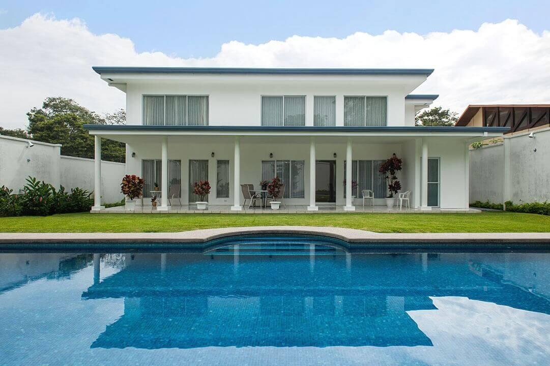 Alquiler de Exclusiva casa en Ciudad Colón, Brasil de Mora-cerca-Santa-Ana