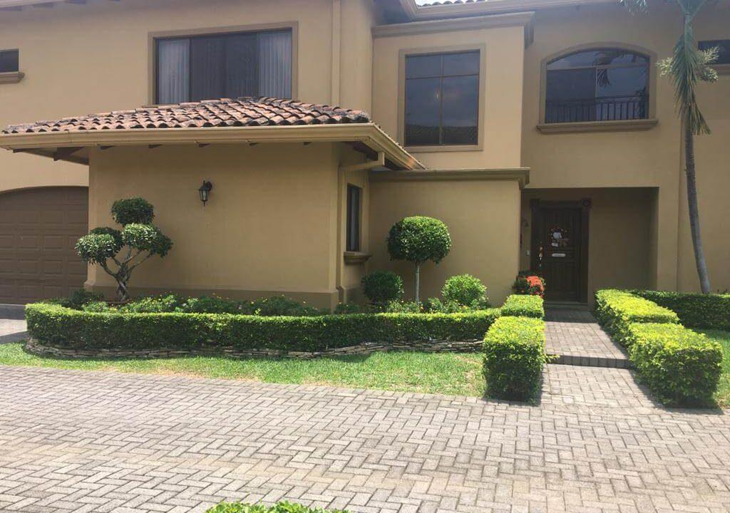 venta-casa-en-Condominio-Montemar-Urbanización Loma Real-guachipelin-escazu-premier-propiedades (4)