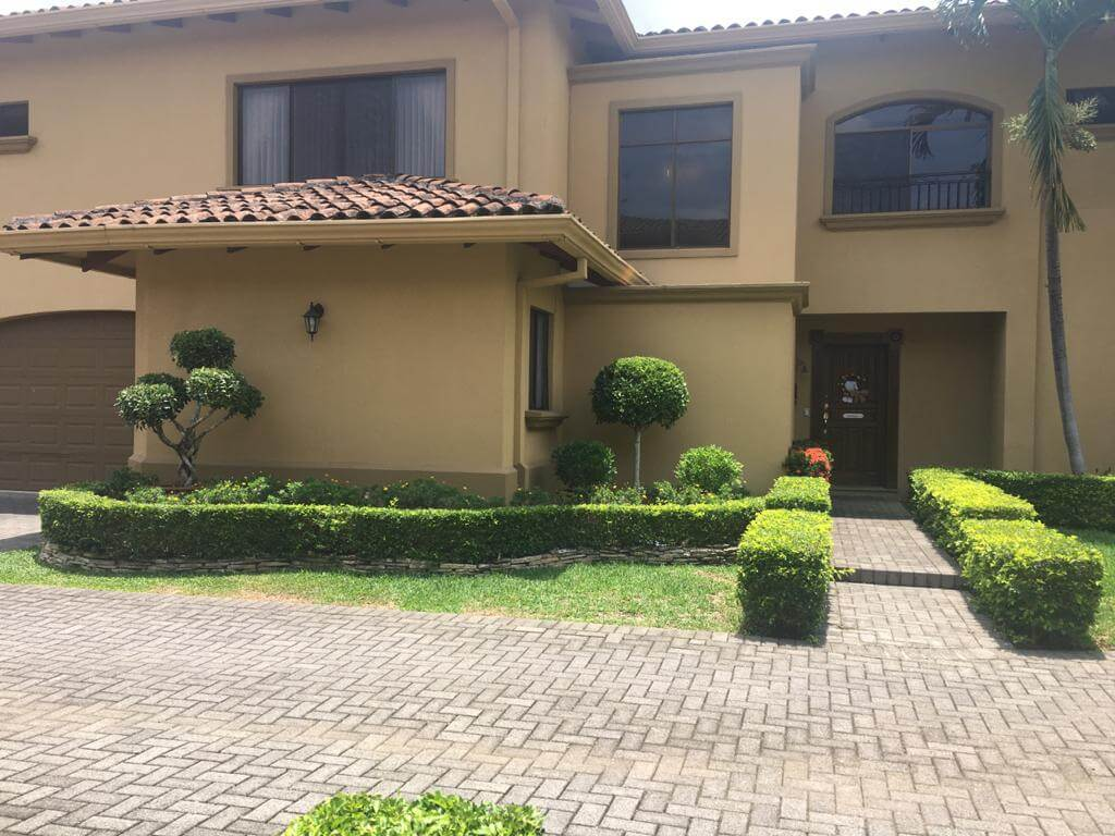 Se vende Casa en Condominio Montemar en Urbanización Loma Real Guachipelín
