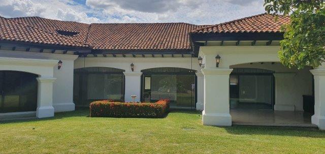 Alquiler-casa-una-planta-santa-ana-lindora-bosques-de-lindora-premier-propiedades (18)