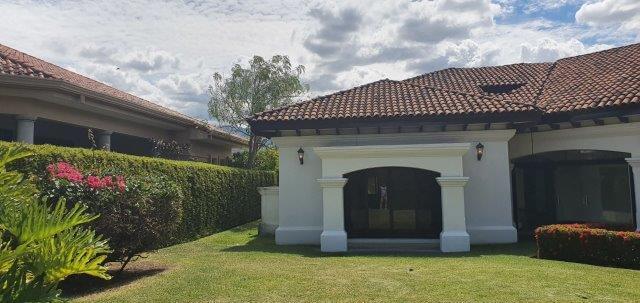 Alquiler-casa-una-planta-santa-ana-lindora-bosques-de-lindora-premier-propiedades (20)