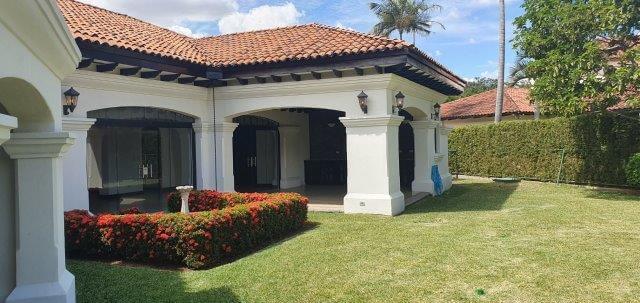 Alquiler-casa-una-planta-santa-ana-lindora-bosques-de-lindora-premier-propiedades (23)