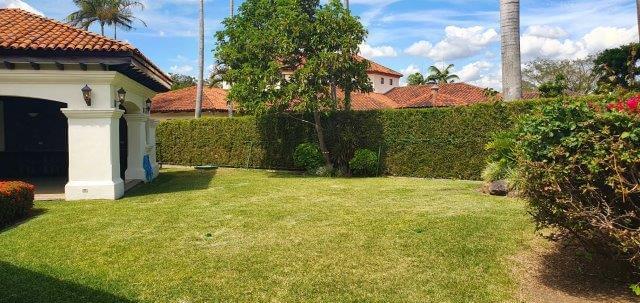 Alquiler-casa-una-planta-santa-ana-lindora-bosques-de-lindora-premier-propiedades (24)