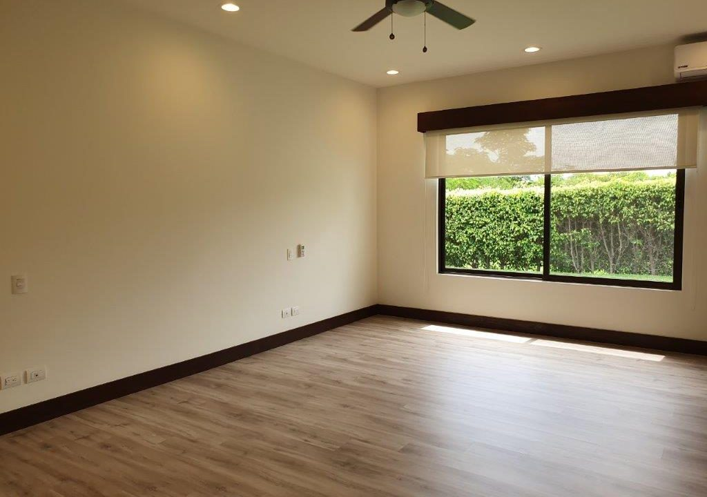 alquiler-casa-una-planta-santa-ana-piedades-hacienda-del-bosque-premier-propiedades (32)
