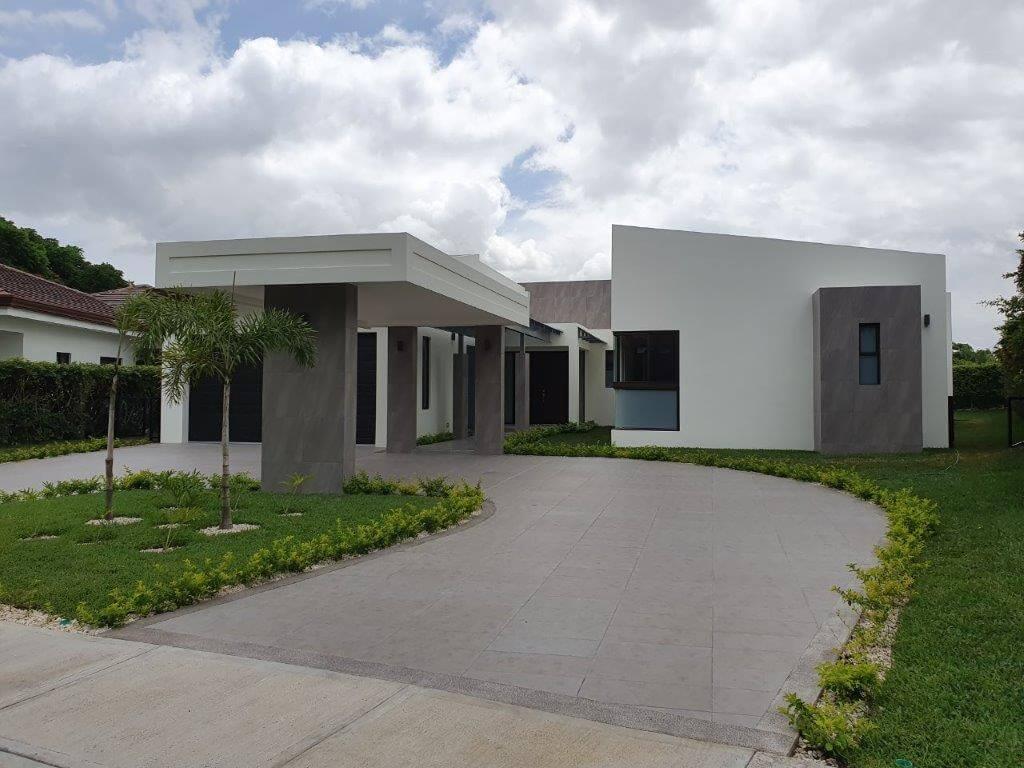 Alquiler-casa-una-planta-Santa-Ana-Piedades-Condominio-Hacienda-del-Bosque