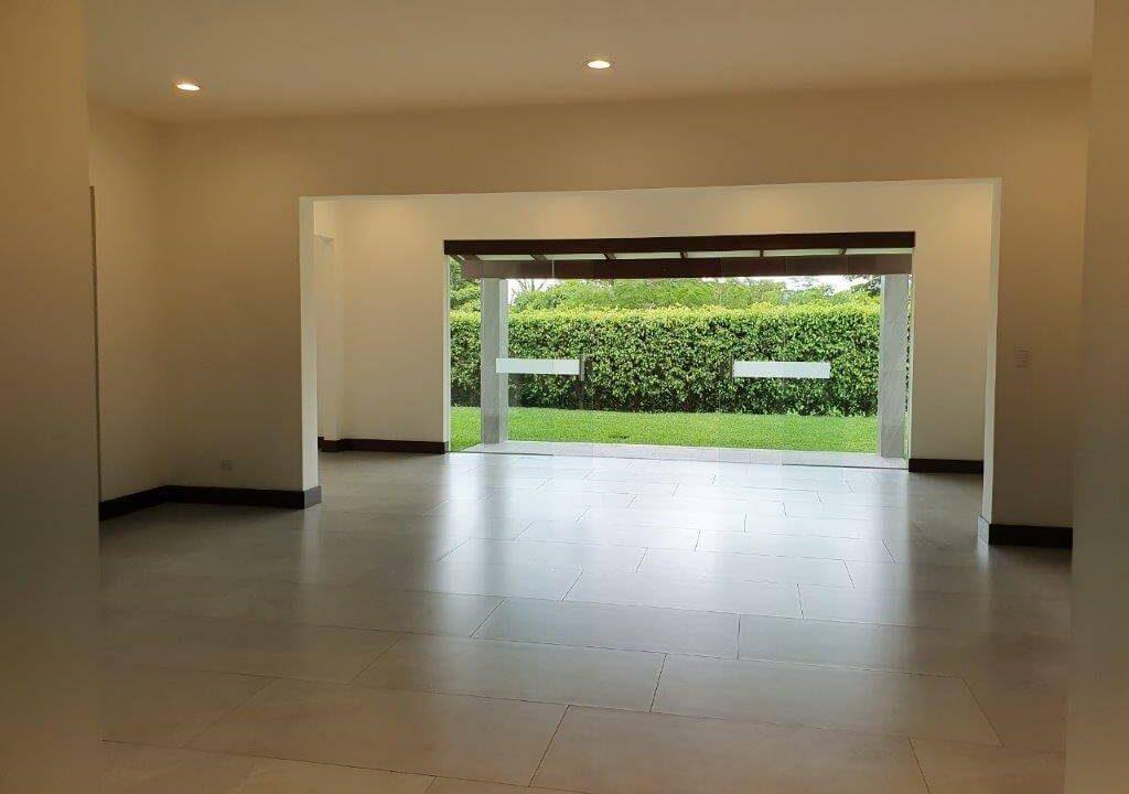venta-casa-una-planta-santa-ana-piedades-hacienda-del-bosque-premier-propiedades (10)