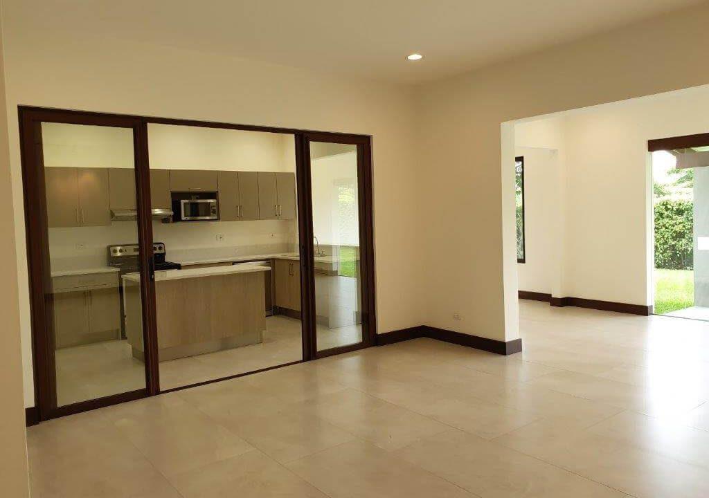 venta-casa-una-planta-santa-ana-piedades-hacienda-del-bosque-premier-propiedades (11)