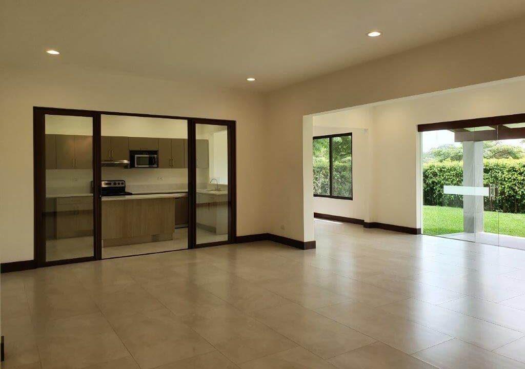 venta-casa-una-planta-santa-ana-piedades-hacienda-del-bosque-premier-propiedades (12)