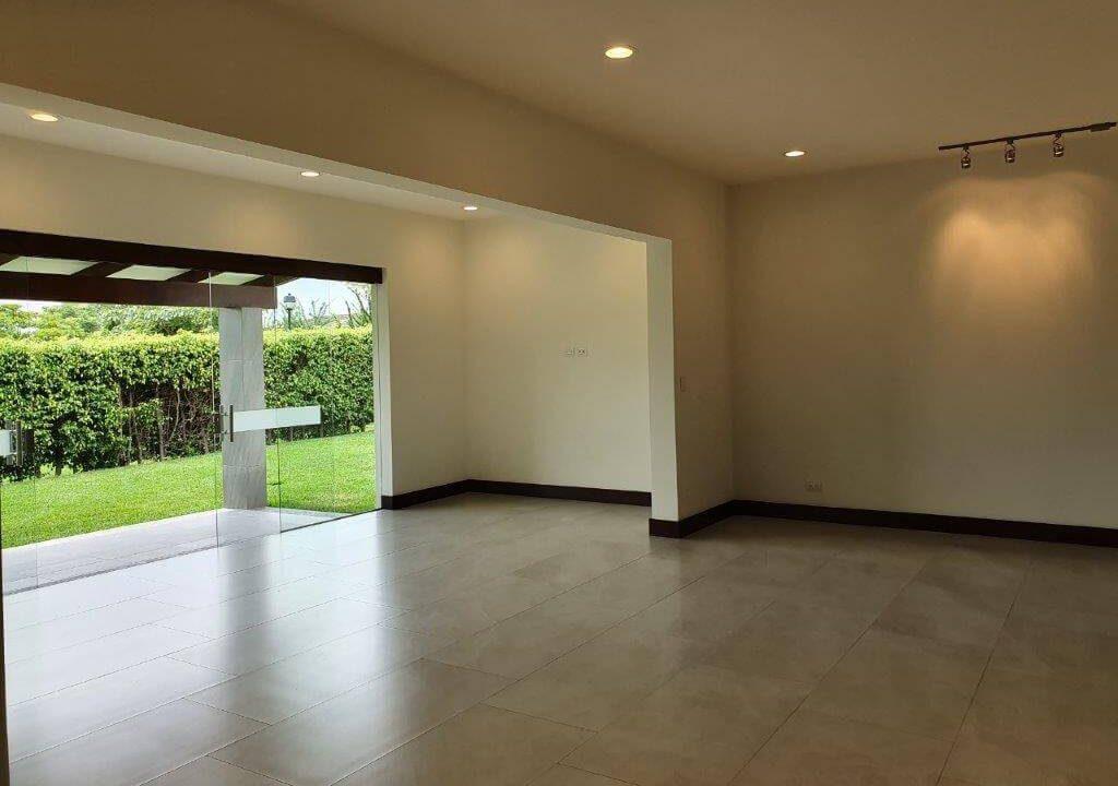 venta-casa-una-planta-santa-ana-piedades-hacienda-del-bosque-premier-propiedades (14)