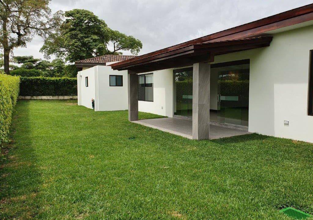 venta-casa-una-planta-santa-ana-piedades-hacienda-del-bosque-premier-propiedades (24)