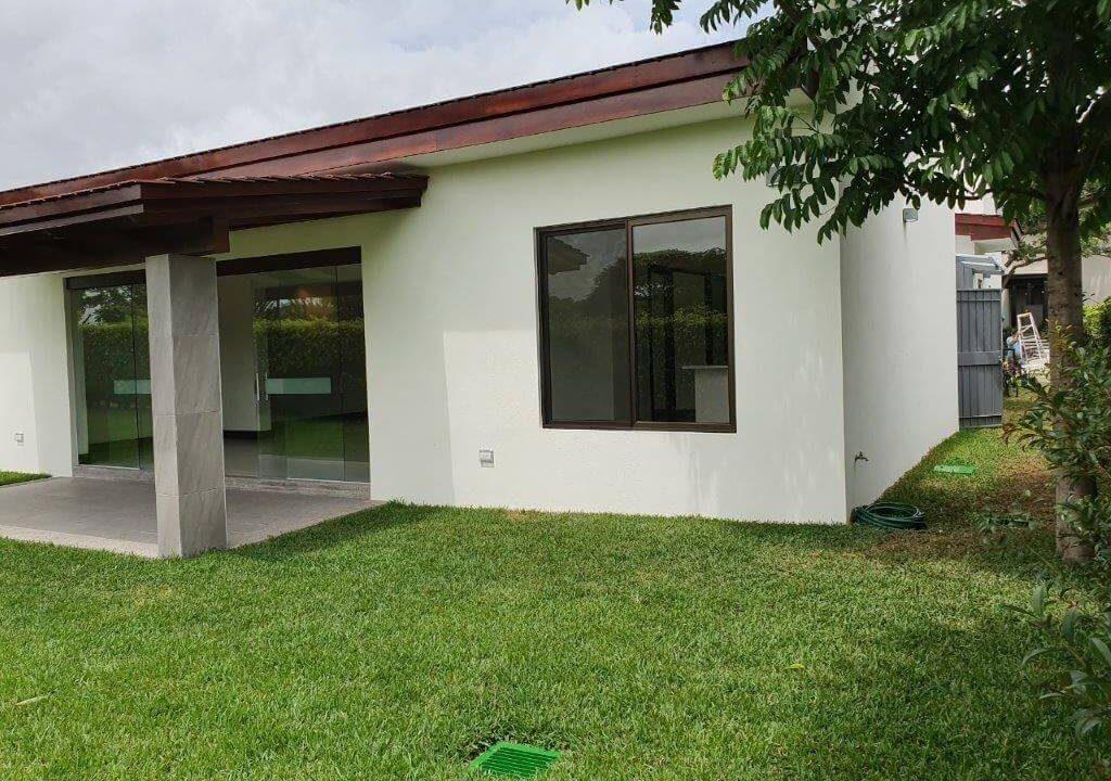 venta-casa-una-planta-santa-ana-piedades-hacienda-del-bosque-premier-propiedades (25)