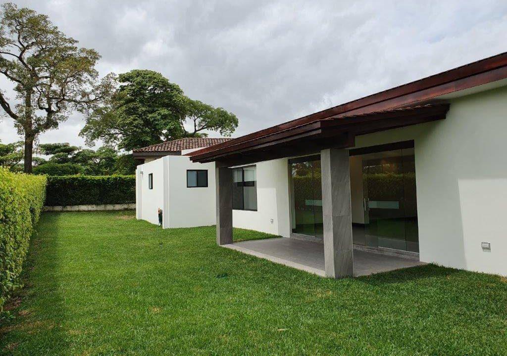venta-casa-una-planta-santa-ana-piedades-hacienda-del-bosque-premier-propiedades (26)