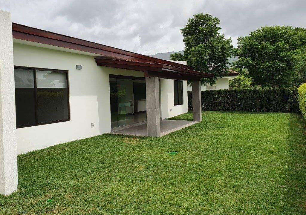 venta-casa-una-planta-santa-ana-piedades-hacienda-del-bosque-premier-propiedades (27)