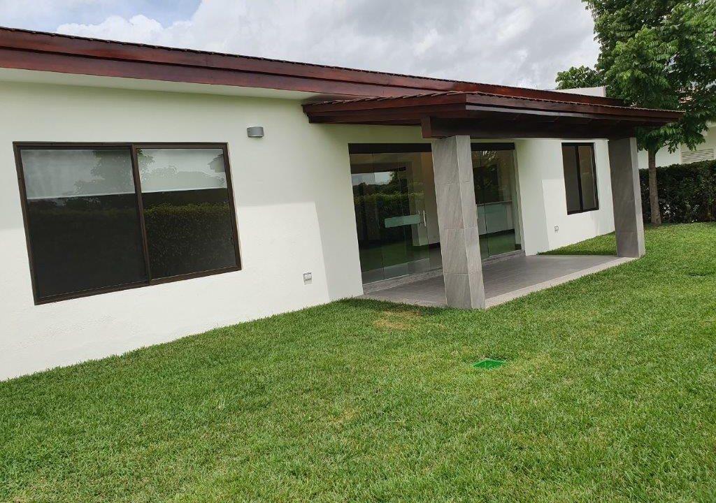 venta-casa-una-planta-santa-ana-piedades-hacienda-del-bosque-premier-propiedades (30)