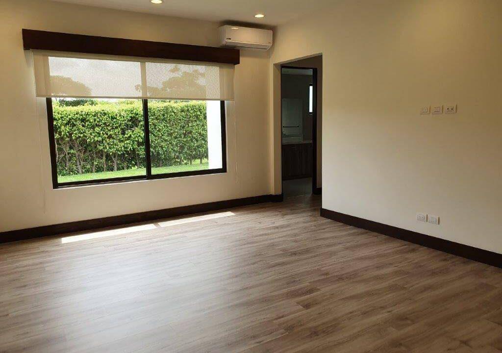 venta-casa-una-planta-santa-ana-piedades-hacienda-del-bosque-premier-propiedades (33)