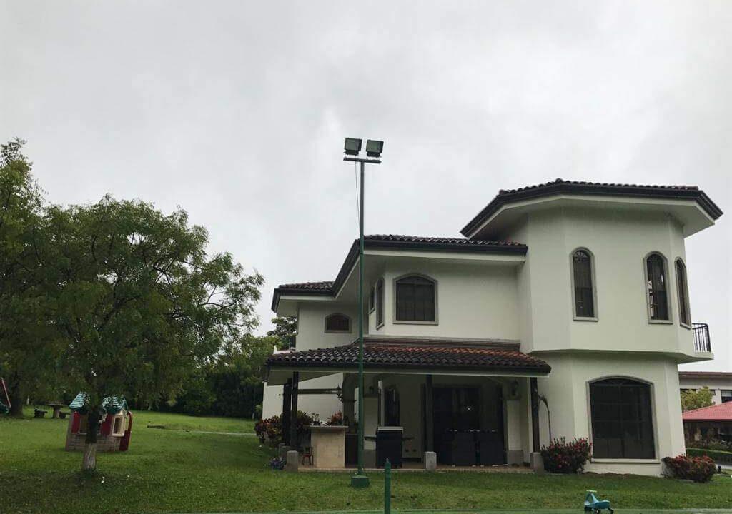 alquiler-casa-rio-oro-santa-ana-premier-propiedades (16)