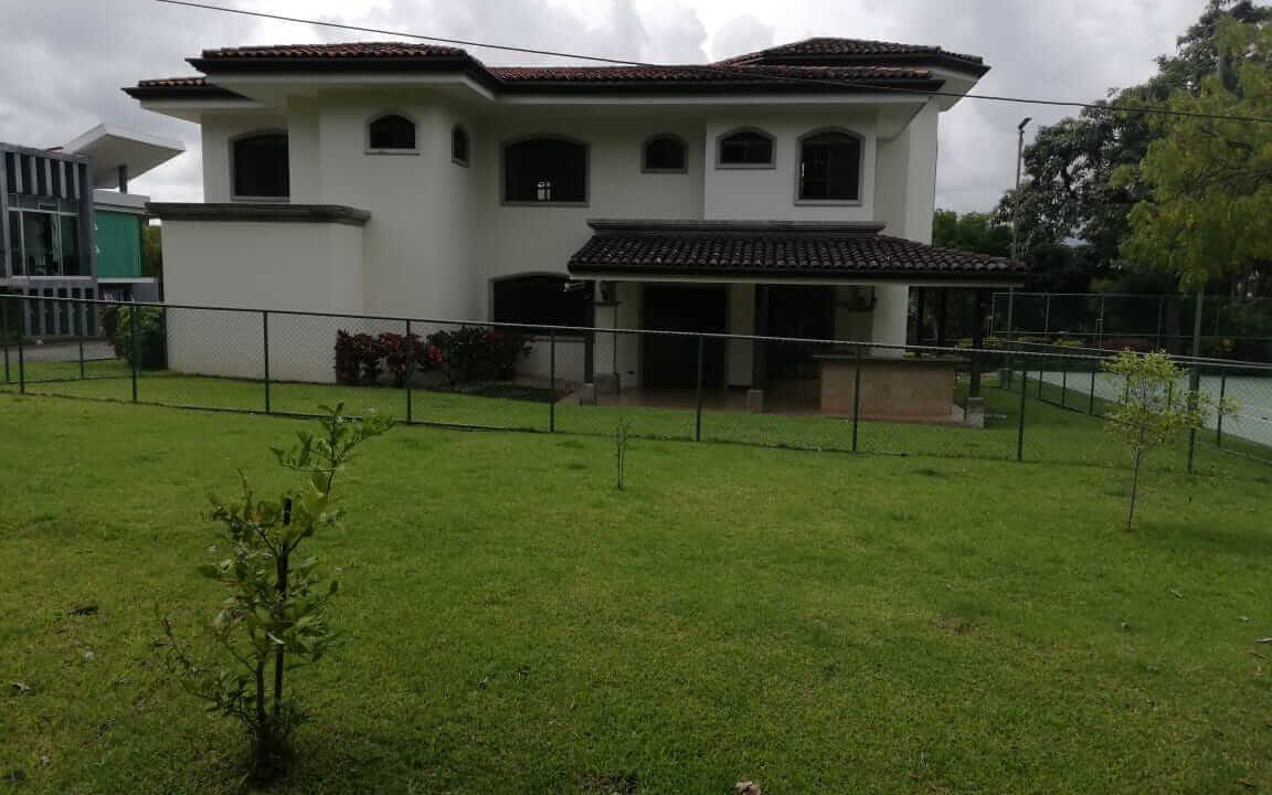 alquiler-casa-rio-oro-santa-ana-premier-propiedades (27)