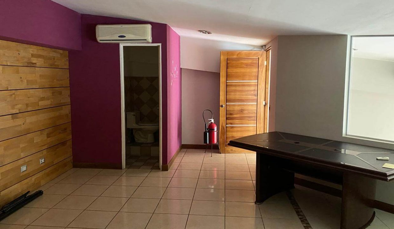se-alquila--local-u- oficinas-Santa- Ana-premier-propiedades (1)