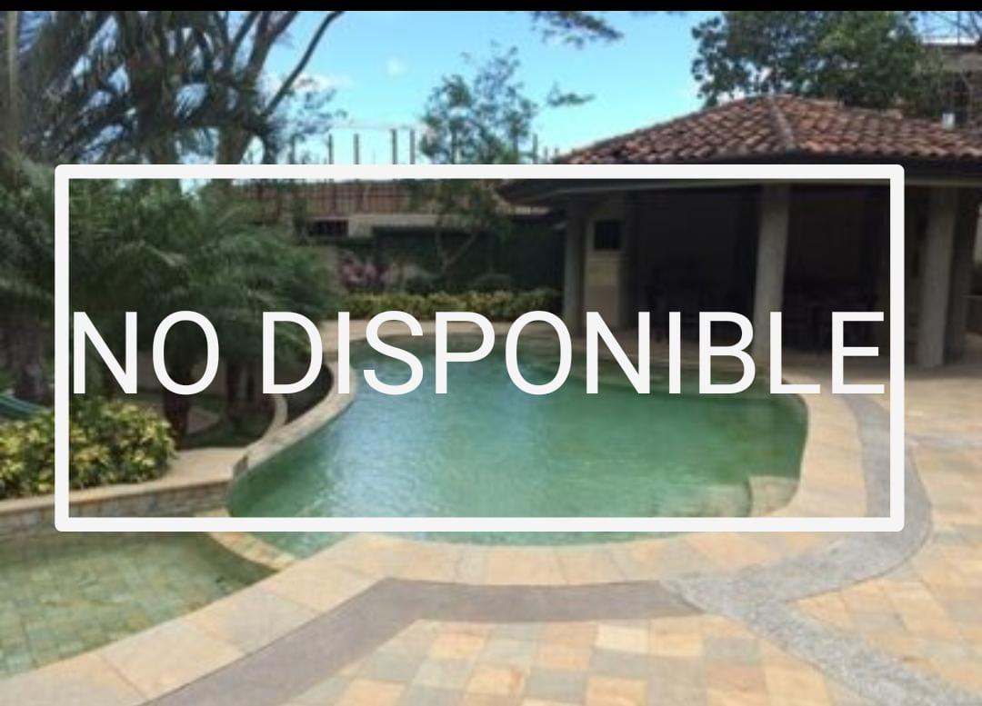 Alquiler de casa en Condominio Navarra, en Los Laureles de Escazú