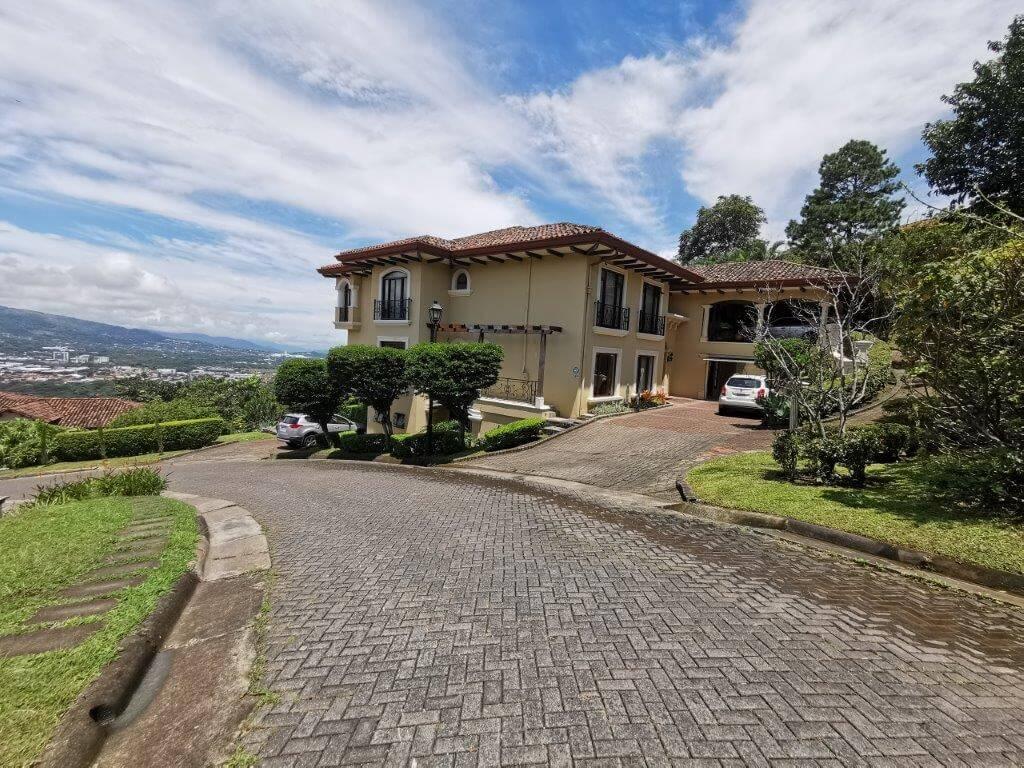 Alquiler de lujoso Apartamento tipo Pent-house, en Condominio, ubicado en el mejor y exclusivo Residencial Villa Real, Santa Ana