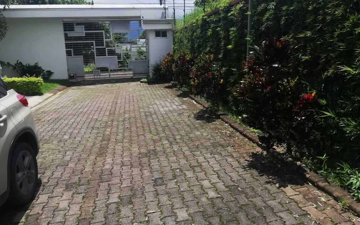 alquiler-casa-pozos-santa-ana-premier-propiedades (12)