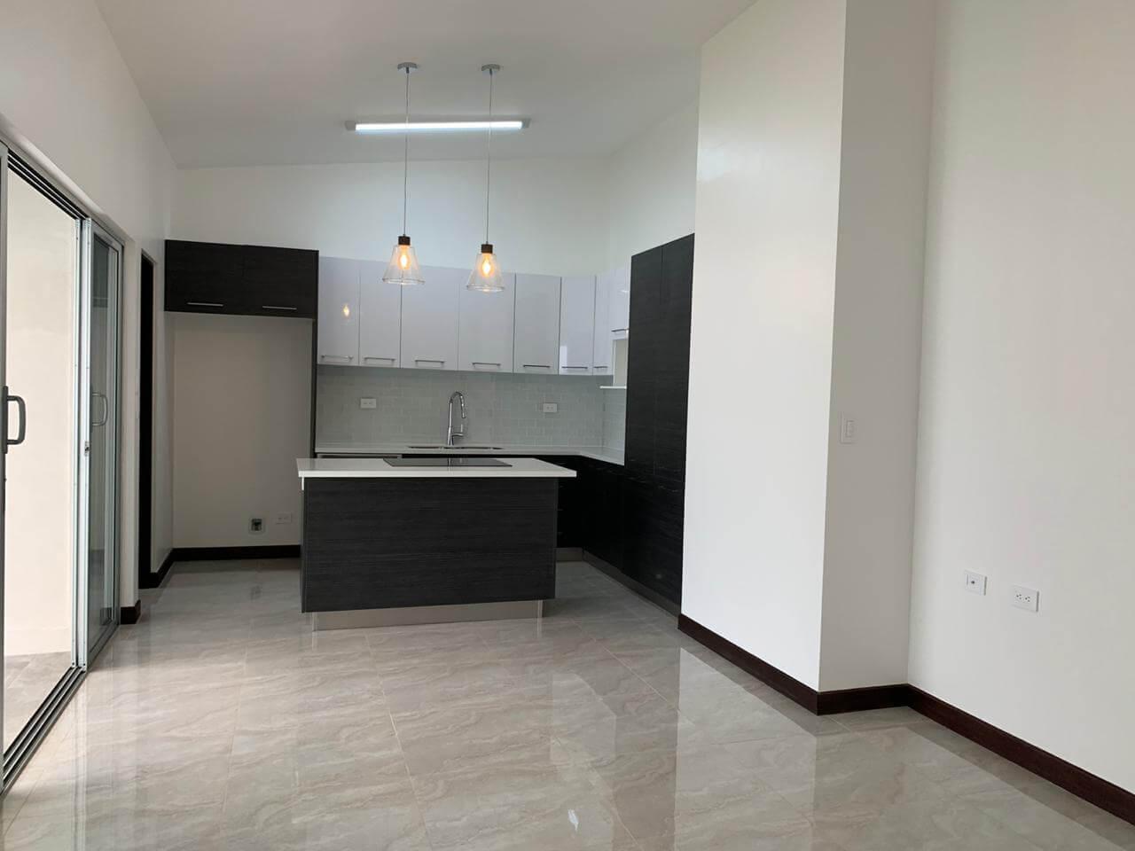 Se Alquila Casa de una planta en Condominio-Santa Ana -Río Oro.