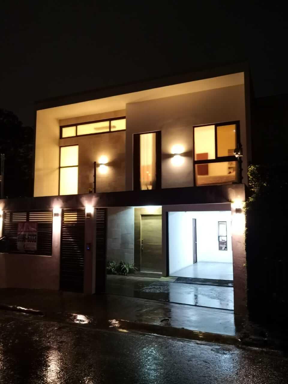 Venta de moderna casa independiente en Guachipelín Escazú