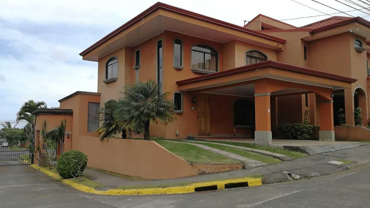 Venta de Casa en Sabanilla, Condominio Bouganvillea