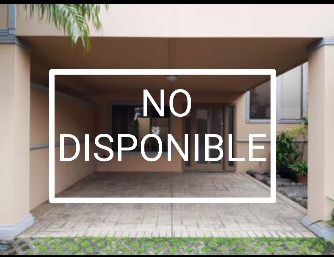 Se Alquila casa-Rio Oro-Santa Ana- en condominio privado