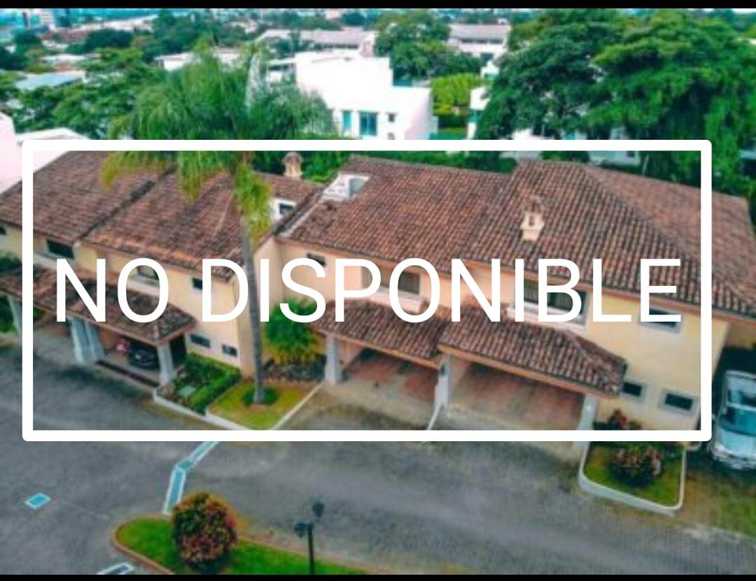 Venta de casa en Condominio El Cortijo