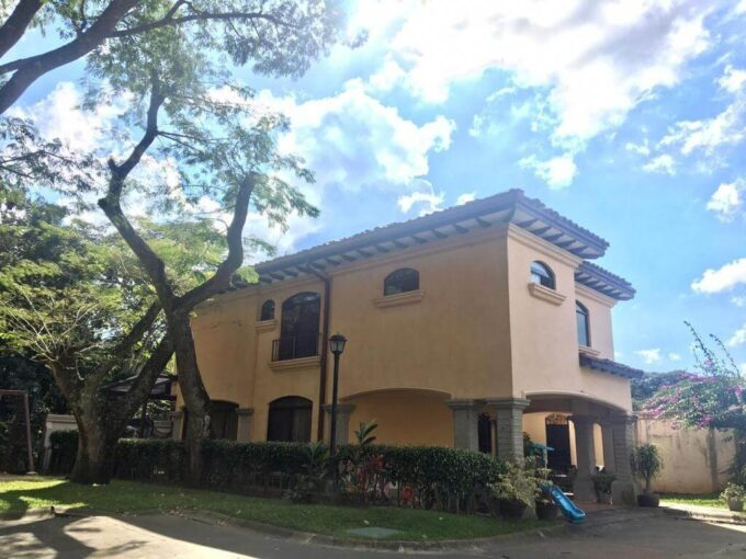 Alquiler de Casa en Condominio Privado, Lindora Santa Ana