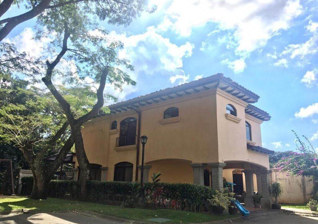 venta-casa-condominio-privado-lindora-santa-ana-premier-propiedades (12)