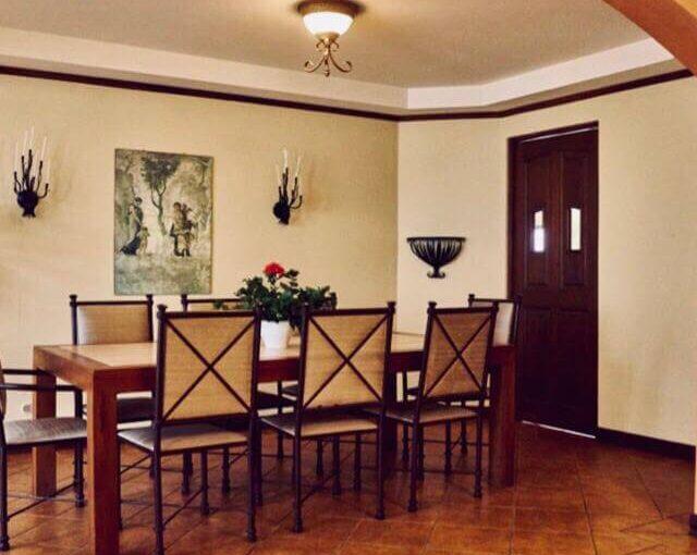 Casa en Residencial Los Laureles Escazú.
