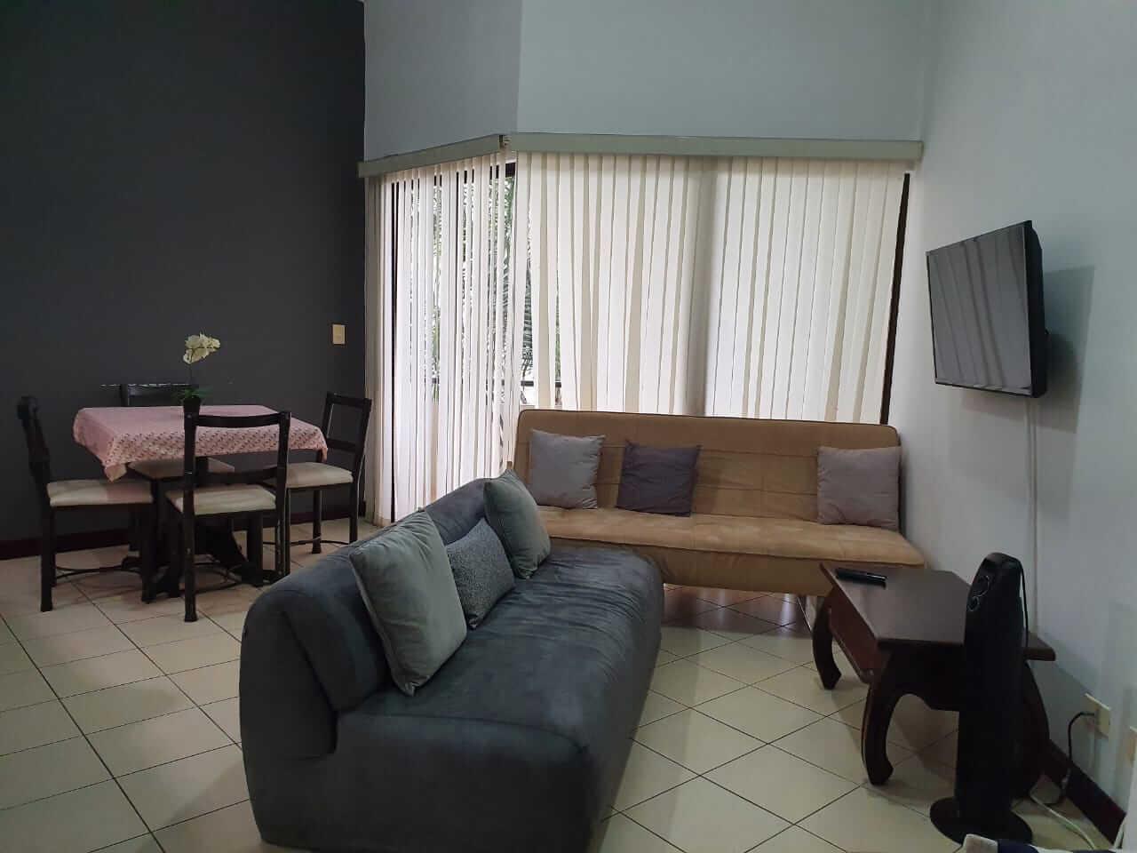 Alquiler de Apartamento en Condominio Avalon Santa Ana